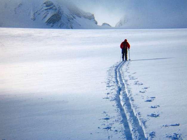 Mackie breaks trail across the Wapta Icefields in early light